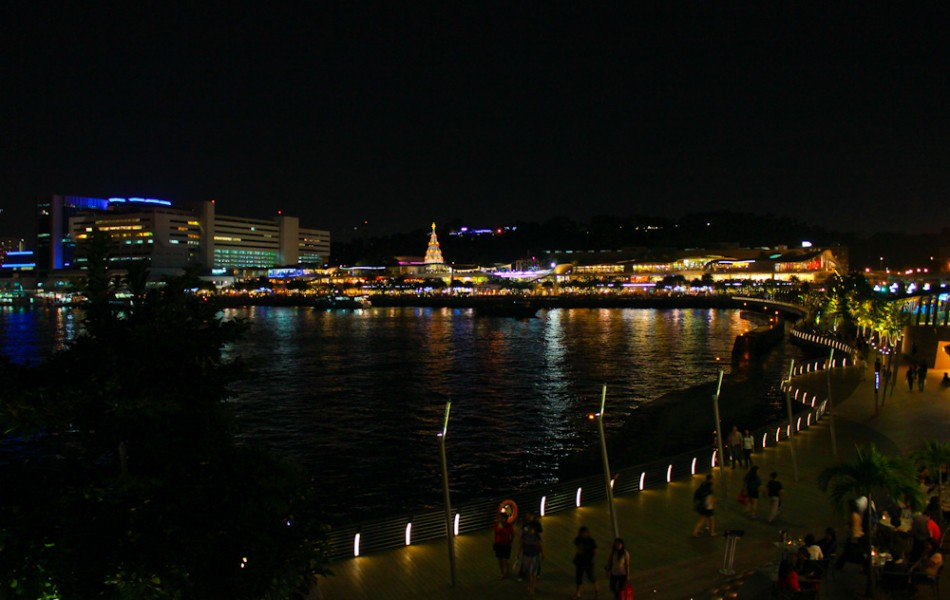 Looking Towards Vivo City's Christmas Tree